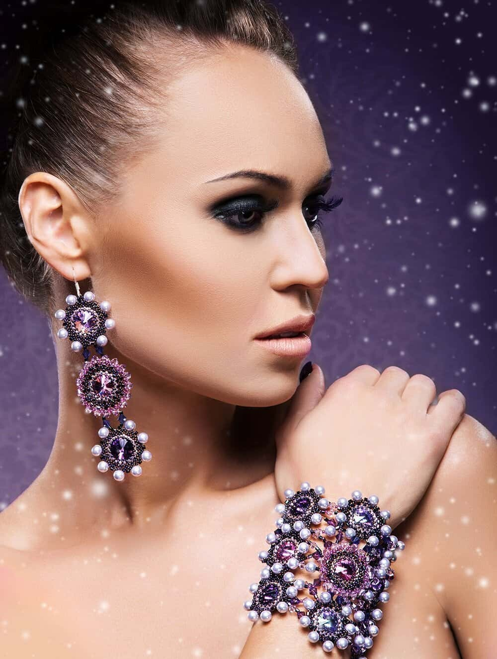 model with amethyst Jewelry
